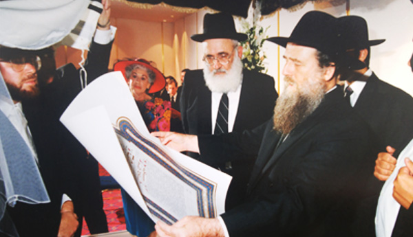 "HaRav Moshe Shapira ZT""L reading the Kesuvah by Rabbi Yochanan Bechhofer's wedding with HaGaon HaRav Yaakov Weinberg ZT""L of Ner Yisroel."